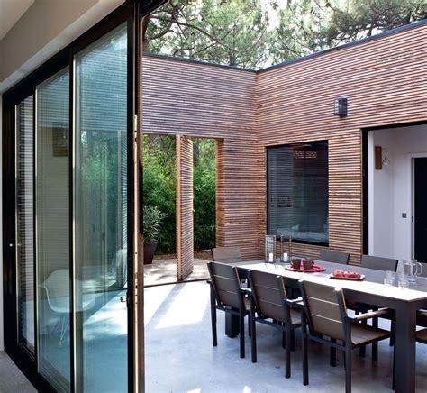 maison avec patio interieur couvert