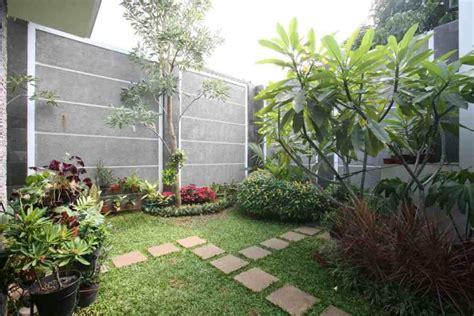 foto taman belakang rumah  asri gambar desain rumah