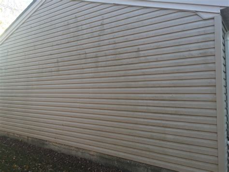 washing siding on house soft wash siding michigan s best house pressure washing