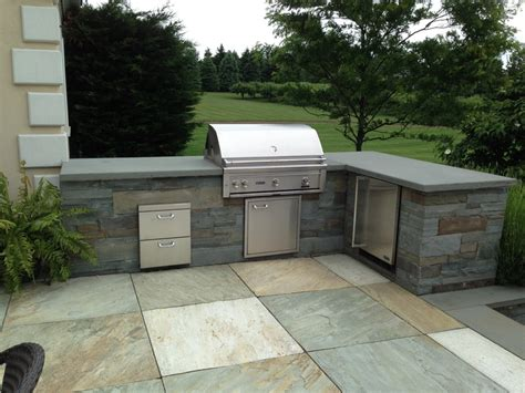 Backyard Bbq Enclosure Bluestone Bbq Enclosure With A Quartzite Patio In Mendham