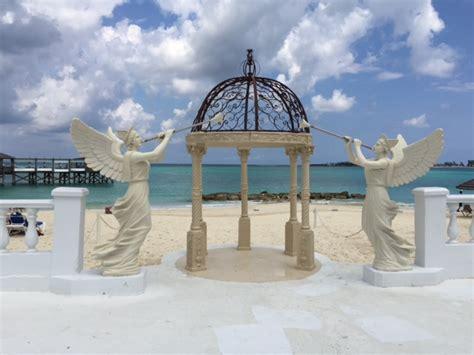 sandals resort weddings sandals royal bahamian resort nassau bahamas wedding