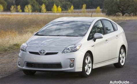weight toyota prius 2015 toyota prius cuts weight improves efficiency