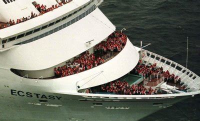 legend boats problems a photo history of carnival cruise ship disasters