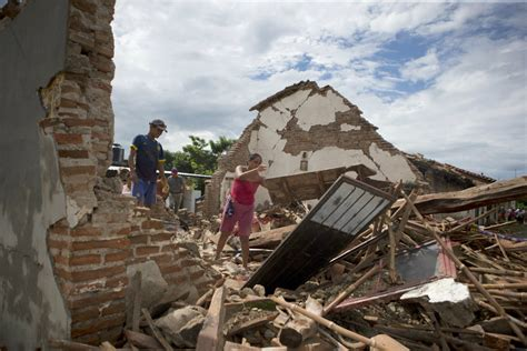 earthquake mexico relief efforts begin for 2 5 million affected by mexico s