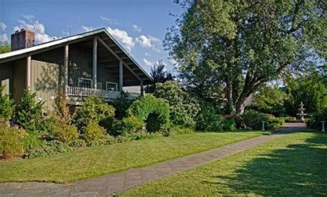 Village Green Resort In Cottage Grove Or Groupon Getaways Green Cottage Grove Or