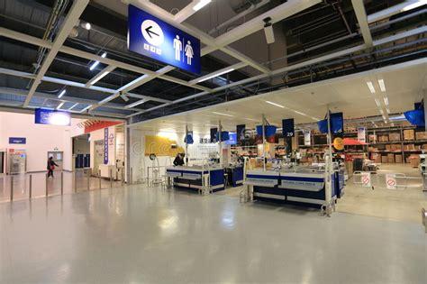 deposito contanti in punto dei contanti nel deposito supermercato