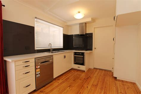 real estate  lease  centenary drive mill park vic