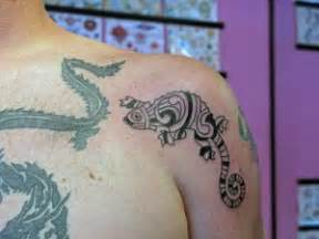 signs of infected tattoo animal design on shoulder and arm tattoomagz