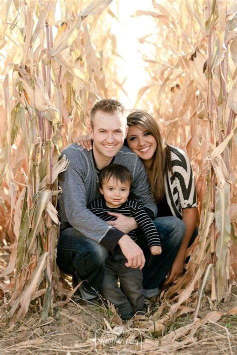 family pics ideas 27 fall family photo ideas you ve just got to see