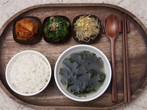 Korean Myeok Rumput Laut Korea sering disajikan ini makna penting makan sup rumput laut