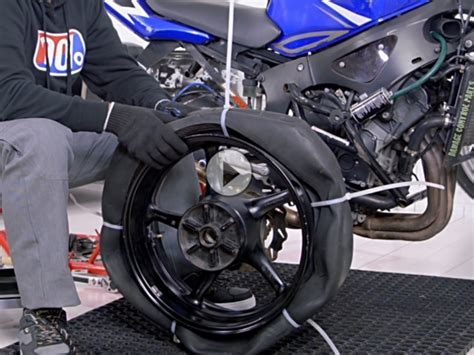 Motorrad Ohne Anmeldung Zum T V by Motorradreifen Wechseln Mit Kabelbindern Und Spaten