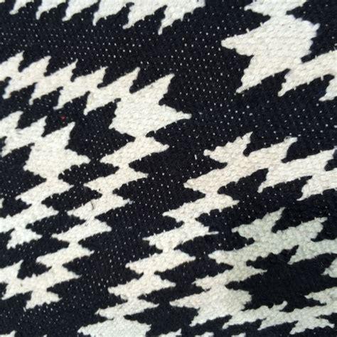 schwarz weiß teppich teppich apache 200 x 300 cm schwarz weiss bei le bon jour
