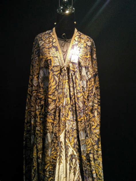 Kain Batik Motif Garuda Modern lewat the spectrum of batik ipmi ubah batik jadi lukisa