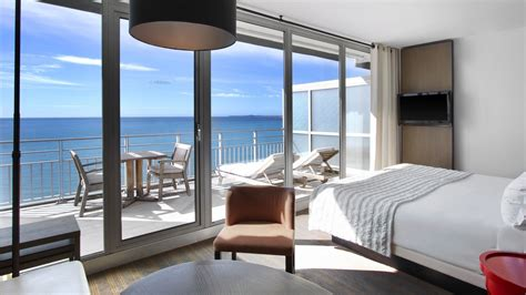 sea view living room rooms and suites le m 233 ridien nice hotel in nice