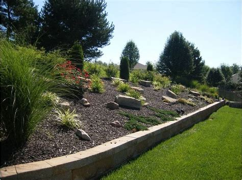 Landscaping A Hilly Backyard by Best 25 Sloped Backyard Landscaping Ideas Only On