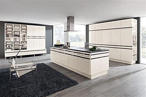 Große Küche Mit Kochinsel by K 252 Che Aubergine Hochglanz Nobilia Primo