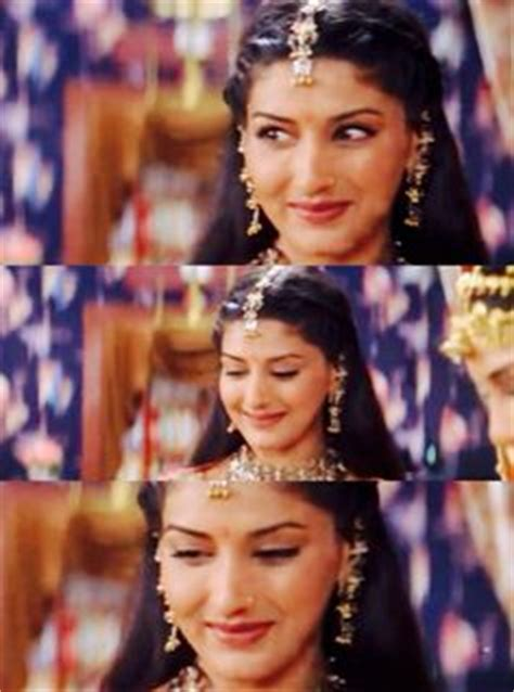 biography of movie hum saath saath hain i want to look like sonali bendre in this song on my