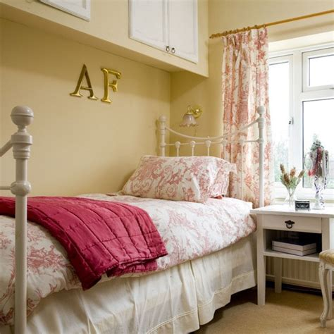 floral bedroom ideas floral bedroom guest bedrooms 10 ideas housetohome co uk
