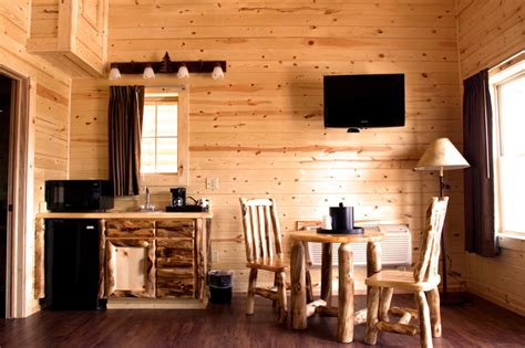 Cabins Near Mackinaw City by Mackinaw City Hotels Amenities Econo Lodge Bayview Motel
