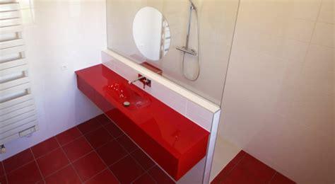 rote fliesen badezimmer modernes badezimmer design in rot ideen top