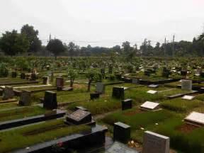 krisis lahan makam di jakarta foke yakin masih banyak lahan