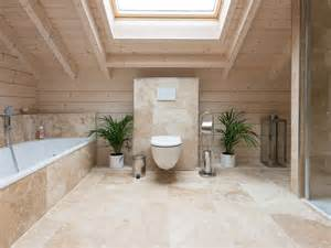 badezimmer fliesen holzoptik grn travertin rustic fliesen im badezimmer natursteinhandel jonastone
