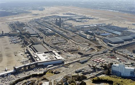 imagenes de narita japon losing to haneda narita airport charts a low cost future