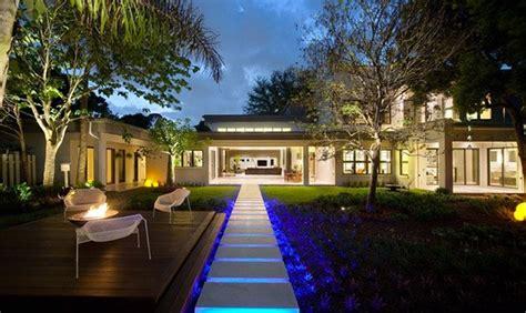 landscape lighting front yard 15 dramatic landscape lighting ideas home design lover