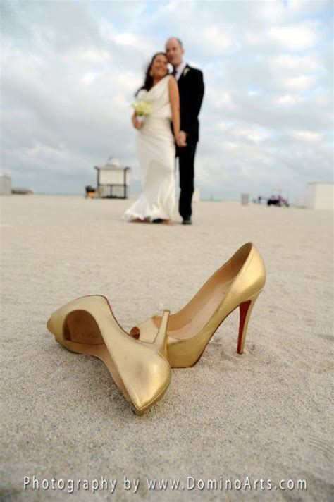 #Gold bridal shoes!  Wedding ideas for brides, grooms