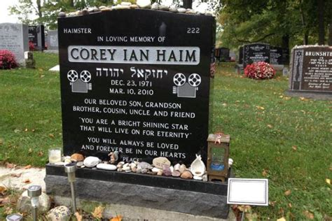 Bench Plaque Corey Haim S Mom Opens Up About Son S Snubs Tributes To