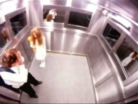 candid brasiliana bambina fantasma in ascensore semina il terrore candid