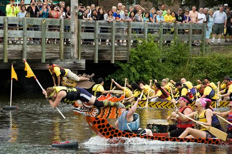dragon boat racing lansing capital city dragon boats celebrate their fifth year on
