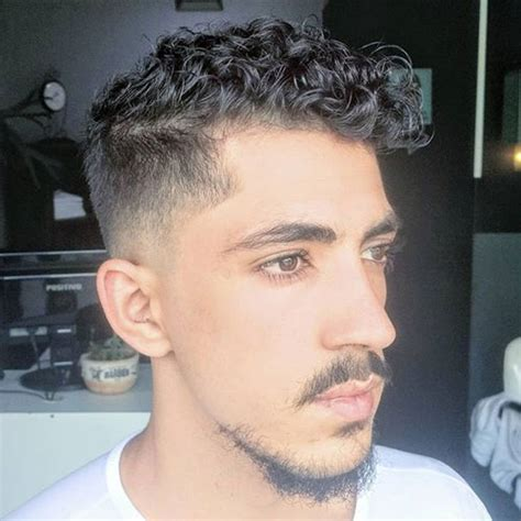 low taper fade curly hair frisuren haarstyle cool men s hairstyles 2018