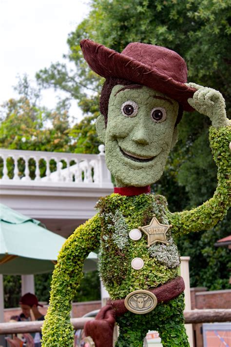 disney topiary frames how are the topiaries of epcot created