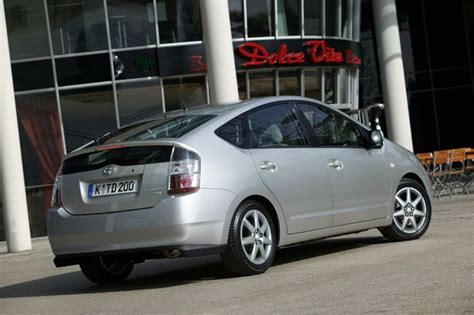 how to sell used cars 2003 toyota prius parking system toyota prius 2003 2009 carzone used car buying guides