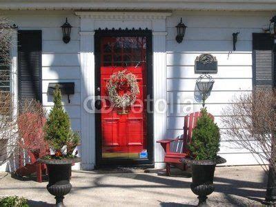 white houseblack shuttersred door black shutters red