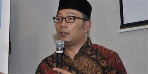 Kaos Kang Emil Rabu kang emil minta pelayan toko tak dipaksa pakai atribut santa claus merdeka