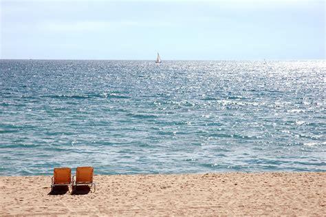 bailes en playas nudistas playas de barcelona барселона путеводитель happyinspain