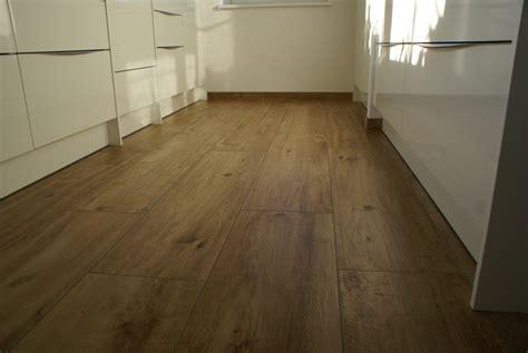 schachbrett küchenboden k 252 chenboden fliesen kreative bilder f 252 r zu hause design