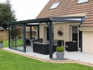 veranda pergola en aluminium gris et stores pergolas