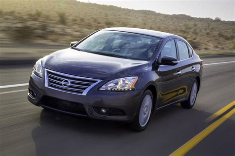 nissan cars sentra 2013 nissan sentra debuts with 40 mpg and crosshairs on