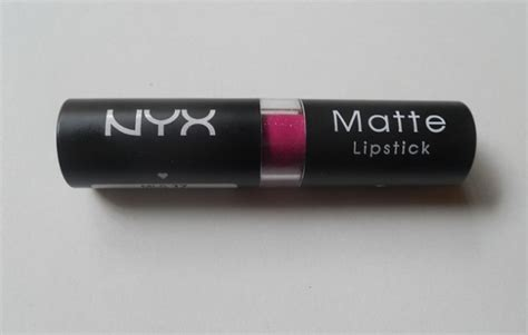 nyx matte pink lipstick nyx matte lipstick sweet pink swatches review and dupe