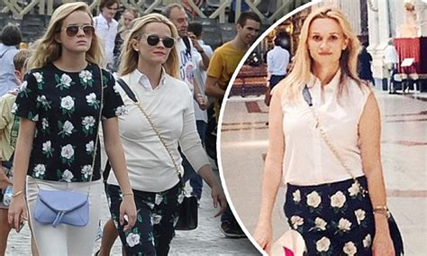 Reese Witherspoon To Beckham Look At Whos Wearing Your by Reese Witherspoon And Go Sightseeing In