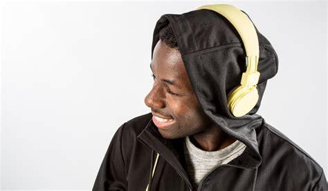 Hoodie The Headphone you can wear headphones this hoodie made of speaker