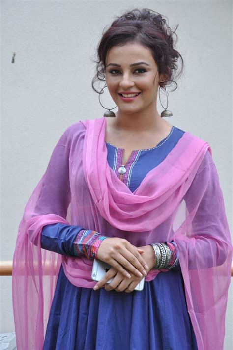 hindi heroine biodata seerat kapoor telugu actress profile movies photos
