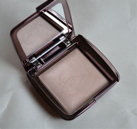 ambient lighting powder review hourglass ambient lighting powder dim light review
