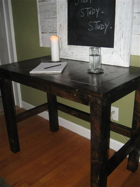 16 Ideas For A Useful Pallet Desk From Recycled Pallets Pallet Computer Desk