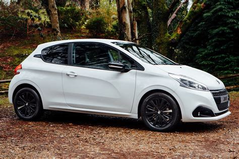 black peugeot peugeot uk introduces 208 black edition autoevolution