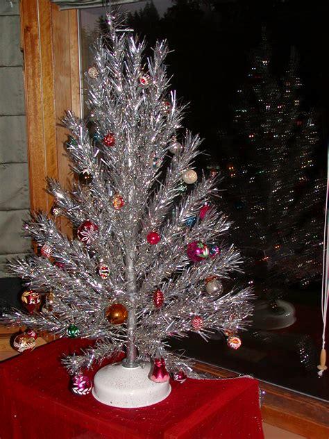vintage aluminum tree the haunted l tinselmania 221 vintage aluminum christmas trees retro