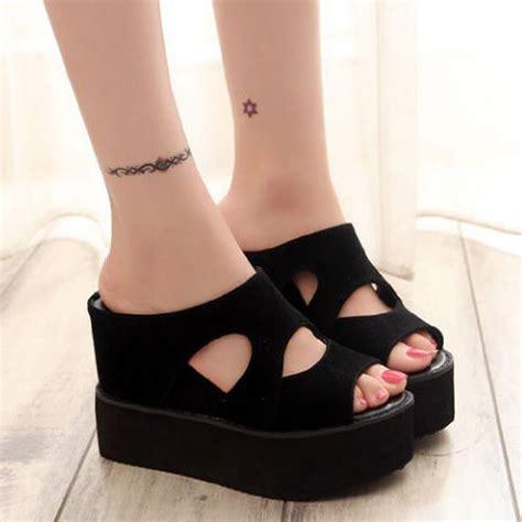 Sepatu Wanita Cantik Dan Bergaya Sepatu Wedges Hitam 1 sandal wedges terbaru bahan suede cantik modern